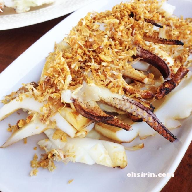 Grilled cuttlefish with crispy garlic