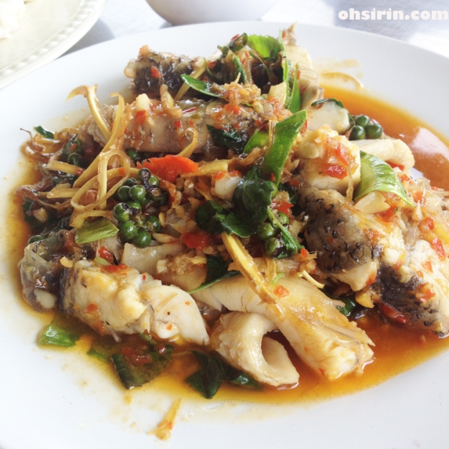 Stir-fried snapper fillets with chilies and herbs, local style